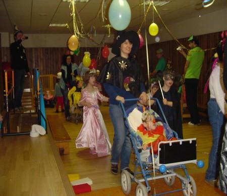 Karneval školáků adětí ze stacionáře