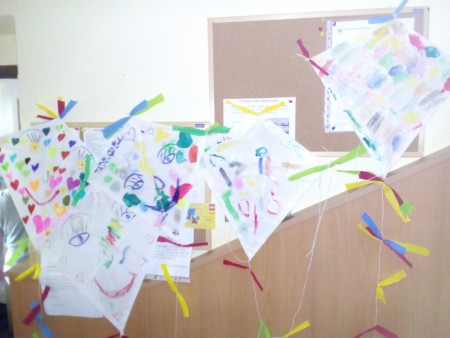 Výroba papírových draků vazylovém domě